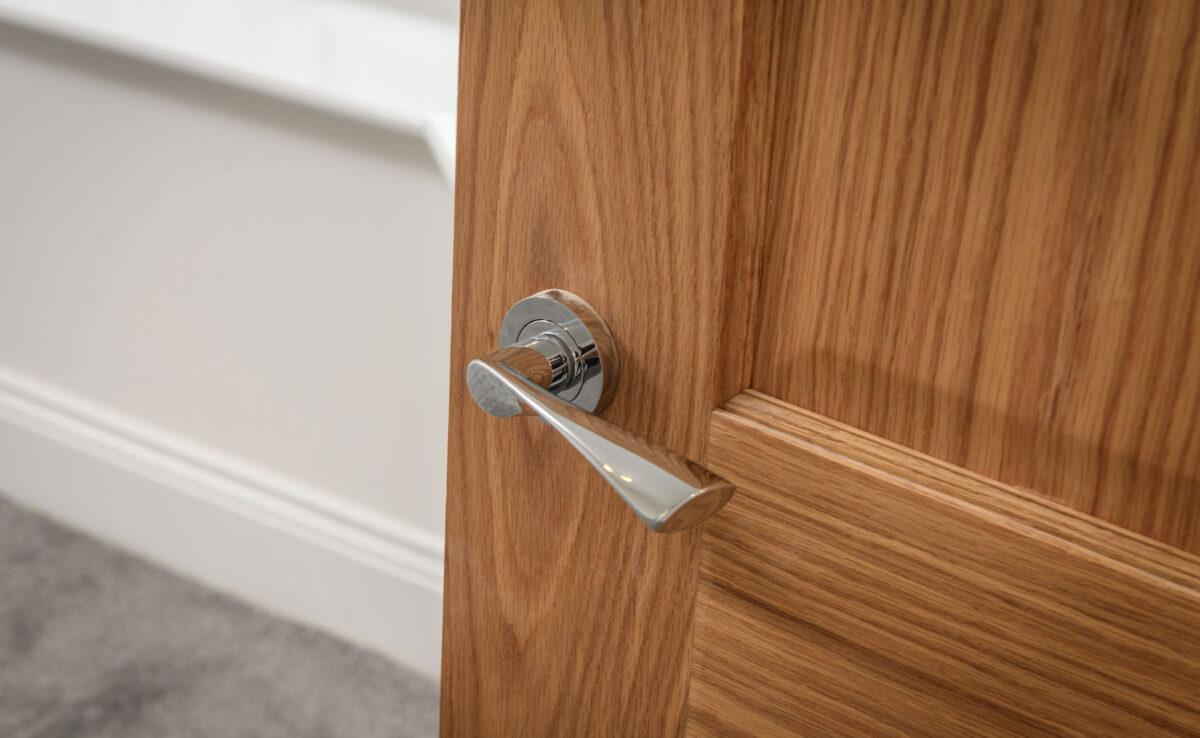 feature-oak-internal-doors